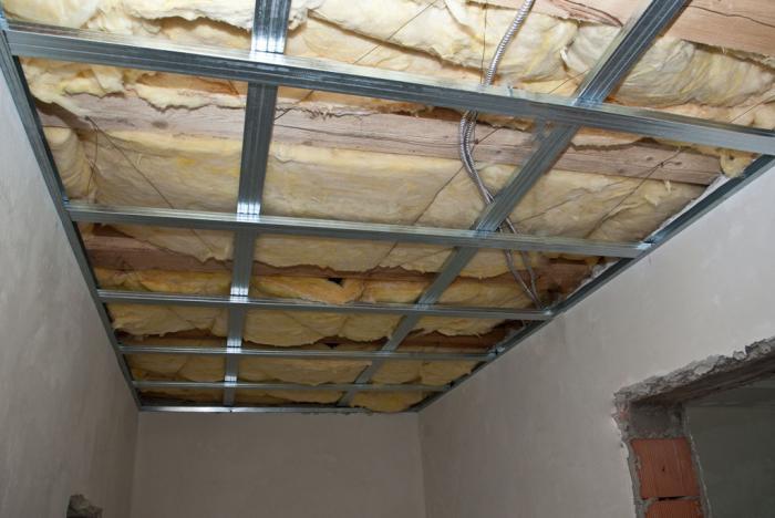 Как установить потолок из гипсокартона?