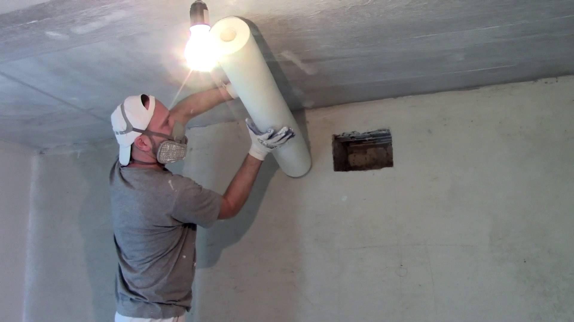 Оклеивание потолка стеклохолстом