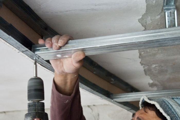 Как устроить потолочный каркас?