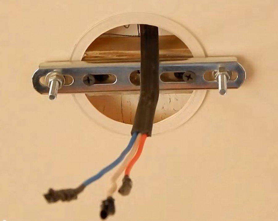 как крепить люстру к потолку